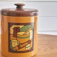 BISQUICKのレシピがいっぱい載ってるクッキージャー、取手は木製