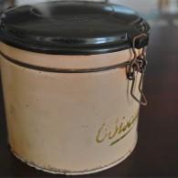 英国製 ビスケット缶 古いタイプのプラスチックがかっこいいです。
