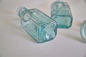 ガラスの薬瓶 × 3種 まとめて 3