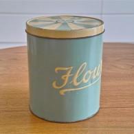英国 Regency Ware リージェンシー ウェアー社製 フラーワー缶 サーカステント柄スカイブルー