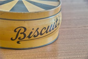 英国 Regency Ware リージェンシー ウェアー社製 ビスケット缶 サーカステント柄イエロー 4