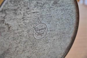 英国 Regency Ware リージェンシー ウェアー社製 ビスケット缶 サーカステント柄イエロー 1