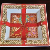 ドイツ ローゼンタール(Rosenthal)2003年度版 ヴェルサーチ クリスマスプレート 飾り用角皿 1