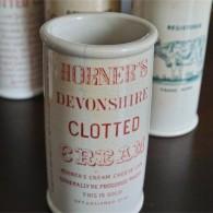 英国 クロテッドクリームボトル ピンク文字 ロングサイズ その1