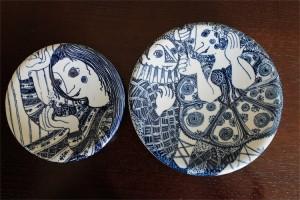 1950年代 デンマーク NYMOLLE窯 ビョルン・ヴィンブラッド(Bjorn Wiinblad 1918-2006 )デザイン 少女と鳥 & サーカスの男女