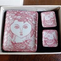 デンマーク NYMOLLE窯製 陶器のイヤリング&ブローチ Lizzieデザイン 箱はビョルン・ヴィンブラッド(Bjorn Wiinblad 1918-2006 )デザイン