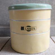 英国 Garrison 社 3段のケーキ缶 クリーム色 + サックスカラーの蓋 TIN(ブリキ)製 12