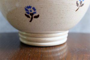 アンティークカフェオレボウル その46 高台が大きなぽってりとした古いボウル 小花のプリント柄