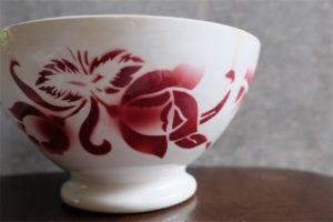 アンティークカフェオレボウル その69 フランス DIGOIN(ディゴアン)社製 赤単色の花束柄 特大サイズ