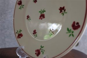 フランス Badonviller (バドンヴィレー)製 直径20.8㌢ プレート  赤の小花柄